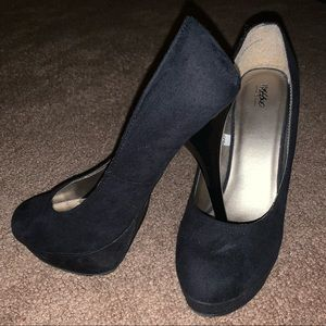 Suede platform heels 👠